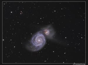 Die Strudelgalaxie, auch als Whirlpool-Galaxie, Messier 51 oder NGC 5194/5195 bezeichnet, ist eine Spiralgalaxie im Sternbild Jagdhunde. Aufnahme von Michael Kunze.